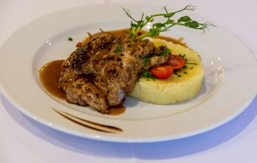 gastronomia-stupava-steak-knedla-intersport-hotel